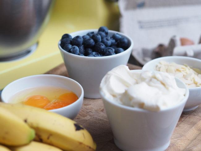 Recept na Banana Bread s borůvkama a mandlovýma pilinama