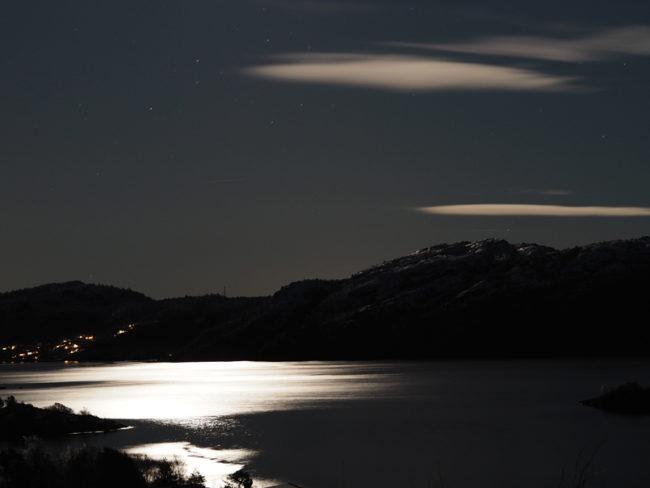 FRESH NEWS: Měsíční záře nad fjordem